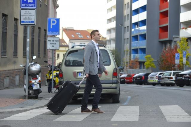 ジャケットのたたみ方!旅行や出張でスーツケース収納時の失敗しない方法
