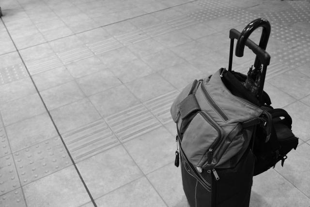 傘は機内持ち込みできる?折りたたみ傘はバッグから出す?