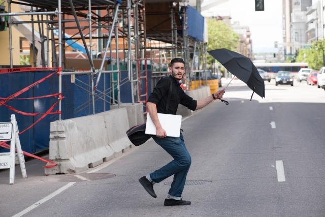傘の危険な持ち方とは?