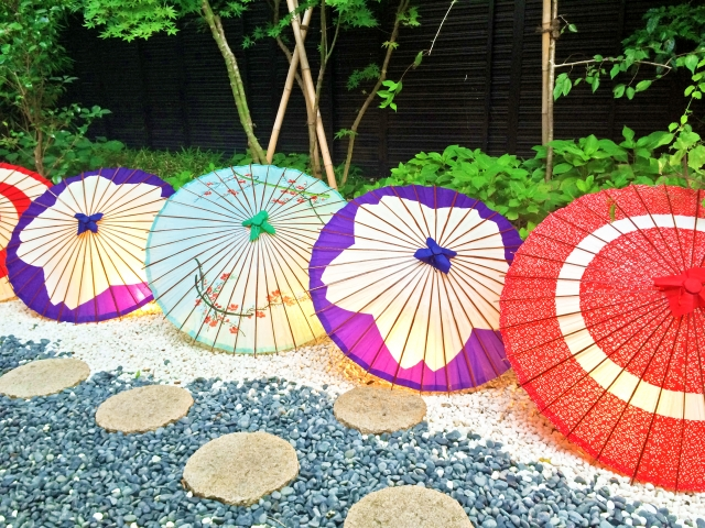 【傘汚れの落とし方】気になる黄ばみや黒ずみやニオイの手入れ方法