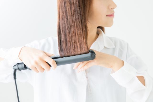 ヘアアイロンで髪が痛む原因は?ツヤ髪をキープする設定温度とは!
