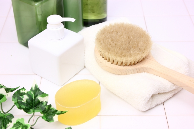香りのよいスキンケア用品をバスタイムに使う