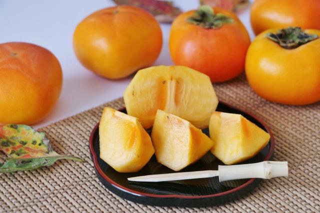 柿を切る時に種を避けるには&長持ちさせる保存方法