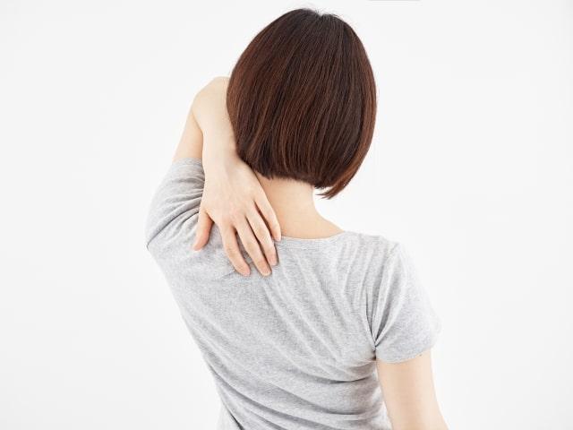肩甲骨がゴリゴリ鳴る原因とおすすめ解消法!四十肩五十肩になる前に!