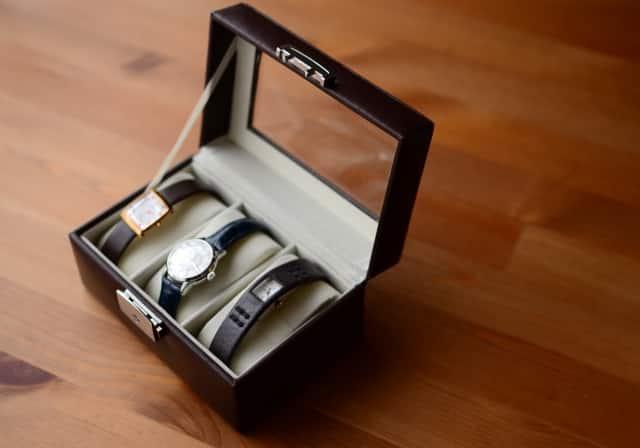 時計のプレゼントは別れる?その意味や男性から女性へ腕時計を贈る心理