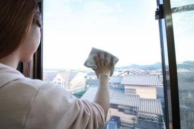 【掃除の手順】セスキ炭酸ソーダ水の家事えもん流 網戸掃除スタート!