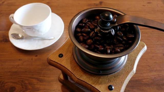コーヒー豆を挽くミルがない場合どうする?おススメ代用品はこれ!