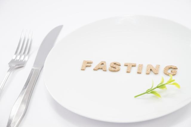 1日断食しても体重が減らないのはなぜ?1週間や週末だけのプチ断食と比較!