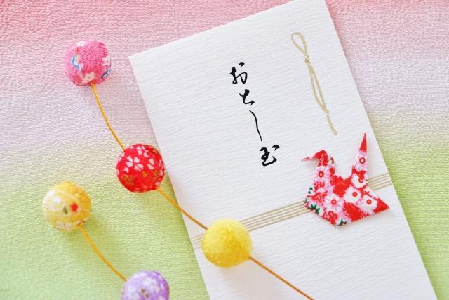 お札を三つ折りにする意味とポチ袋の正しいマナー!複数枚の折り方