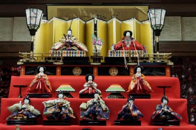 雛人形の並べ方は地方によって違う?関東と関西の配置が逆の理由とは!