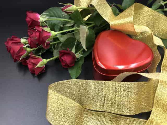 【バレンタイン♪彼氏が社会人】おすすめチョコはコレ!一緒に贈るプレゼントもご紹介