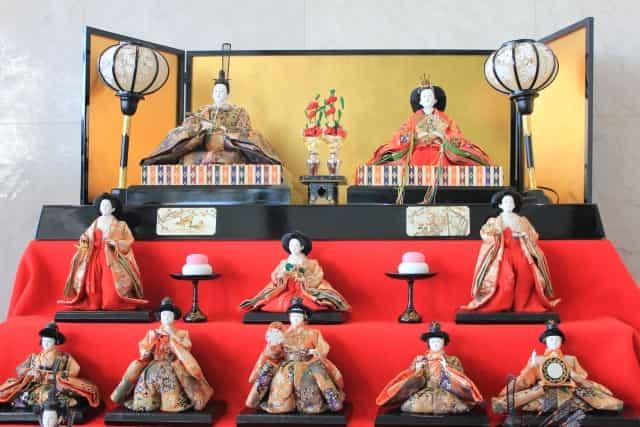雛人形にはそれぞれどんな意味があるの?ひな祭りにまつわる歴史とは?