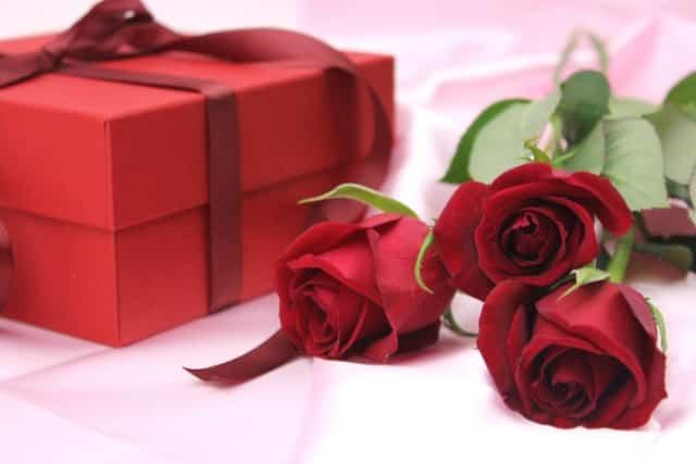 還暦祝いに赤いものを贈るのはなぜ?ちゃんちゃんこ以外は何がいいの?